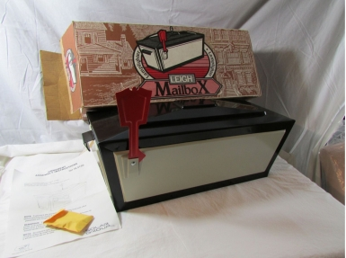 Vintage-Leigh-Lamplighter-Mailbox-modbox